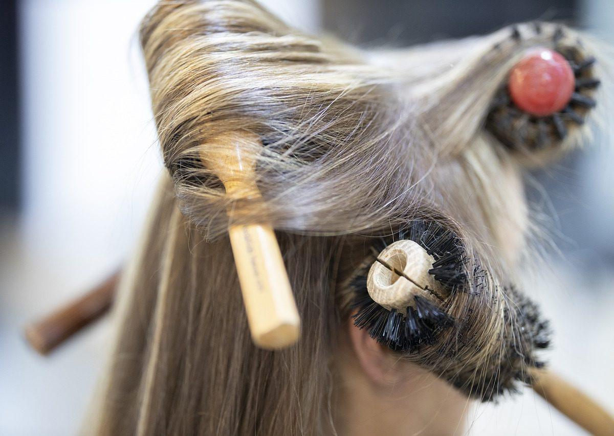 Warto wcześniej zapoznać się z ofertą wybranego salonu fryzjerskiego