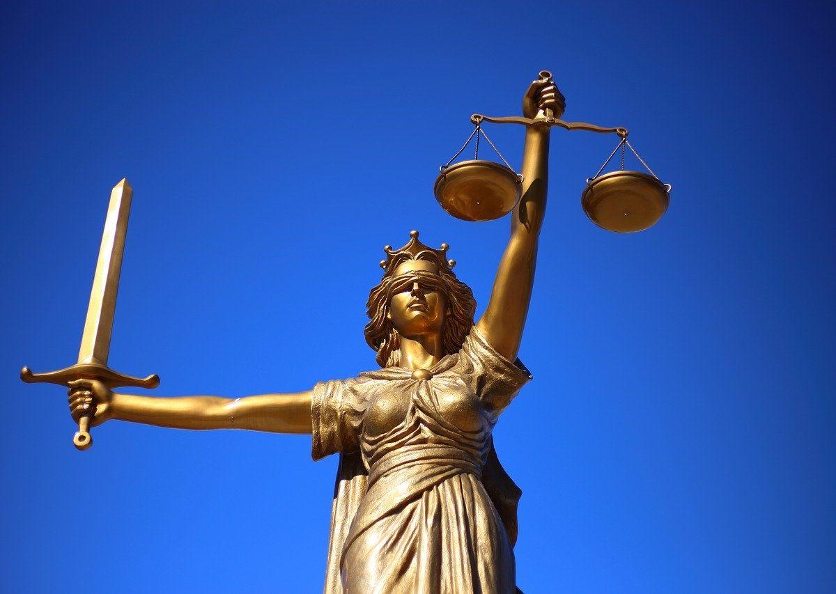 Jak znaleźć adwokata odpowiedniego do poprowadzenia twojej sprawy?