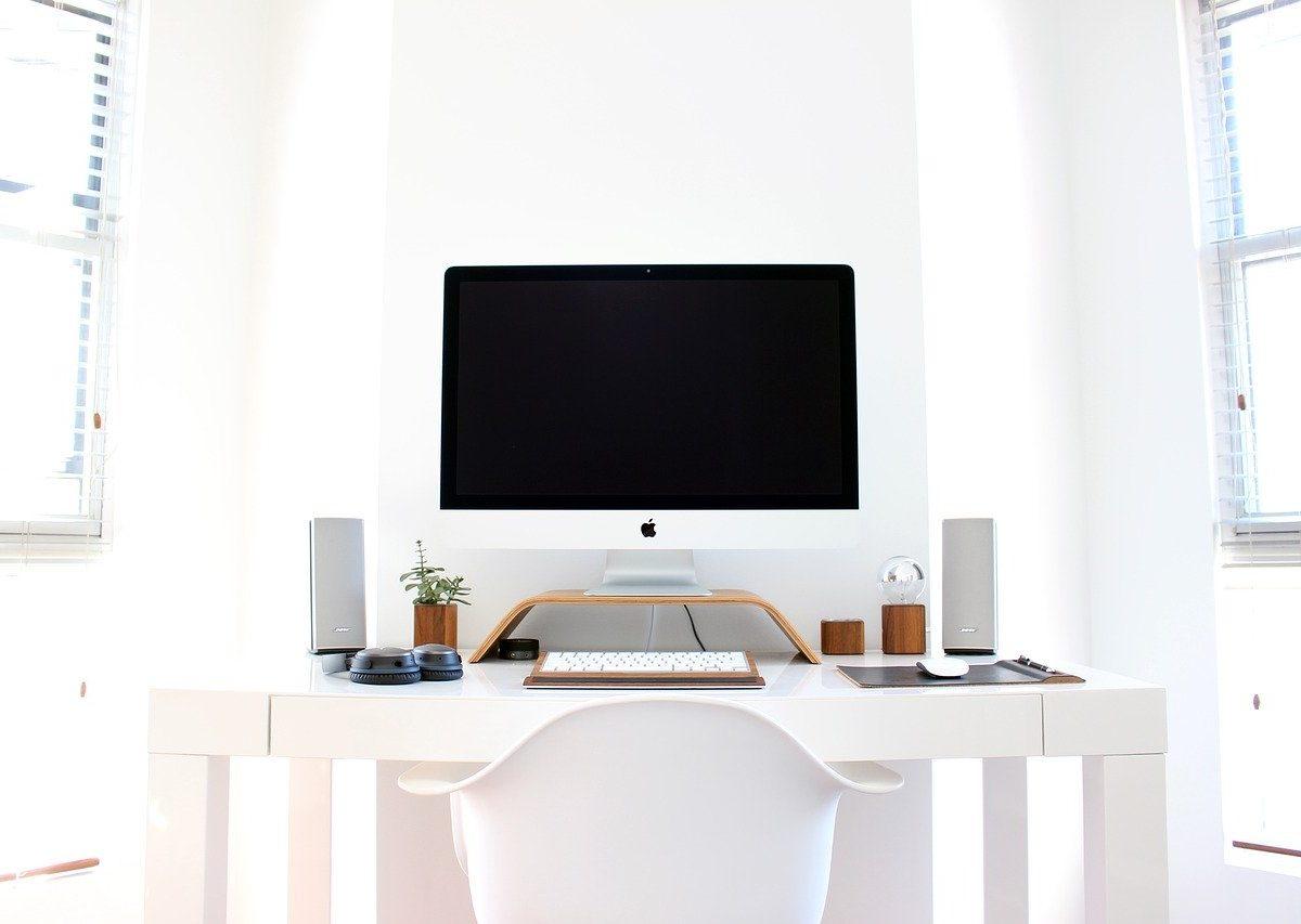 Eleganckie i stylowe białe biurka