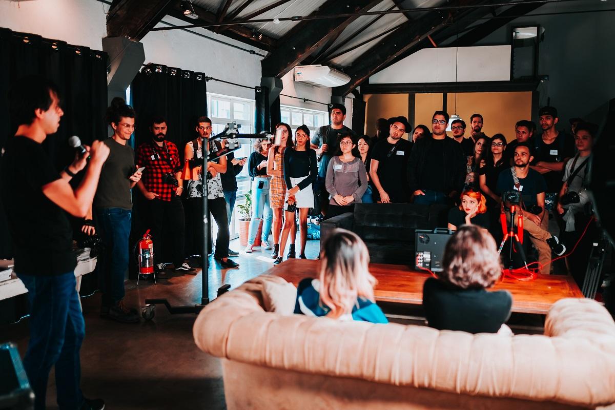 Organizacja imprezy firmowej – czy warto współpracować z agencją eventową?