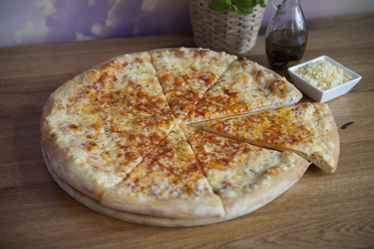 Pizza z dostawą do domu – dlaczego warto?