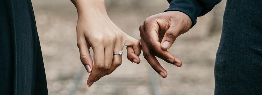 Pomysł na wyjątkowe zaręczyny? Romantyczne zaręczyny w hotelu.