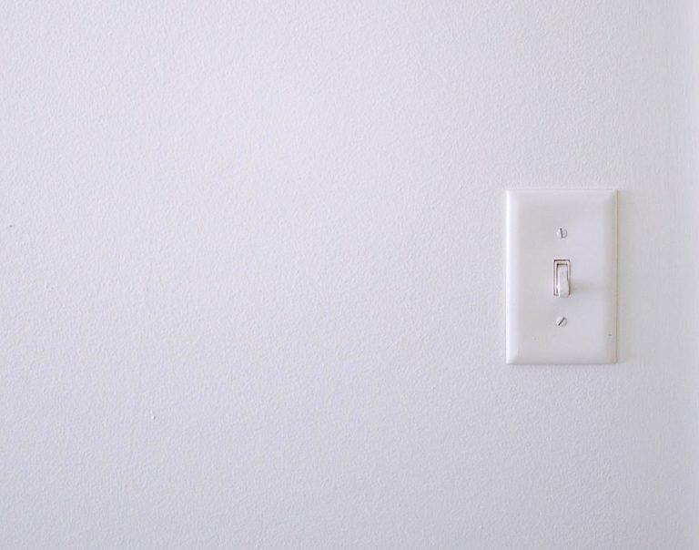 Włączniki elektryczne – zakupy w hurtowni