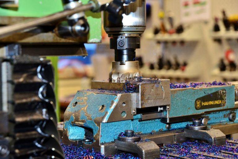 Obrabiarki CNC są najbardziej popularne przy obróbce metali.