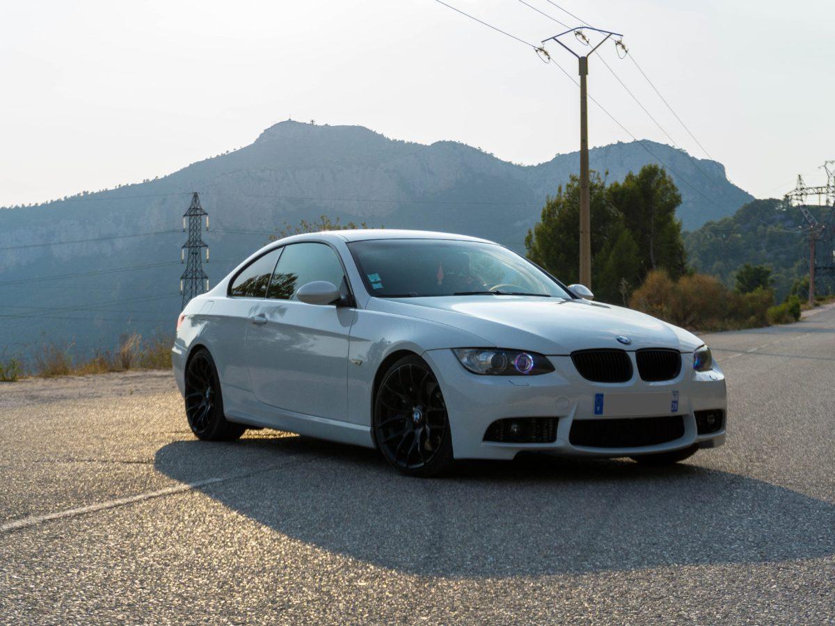 Zalety stosowania wysokiej jakości wosków samochodowych