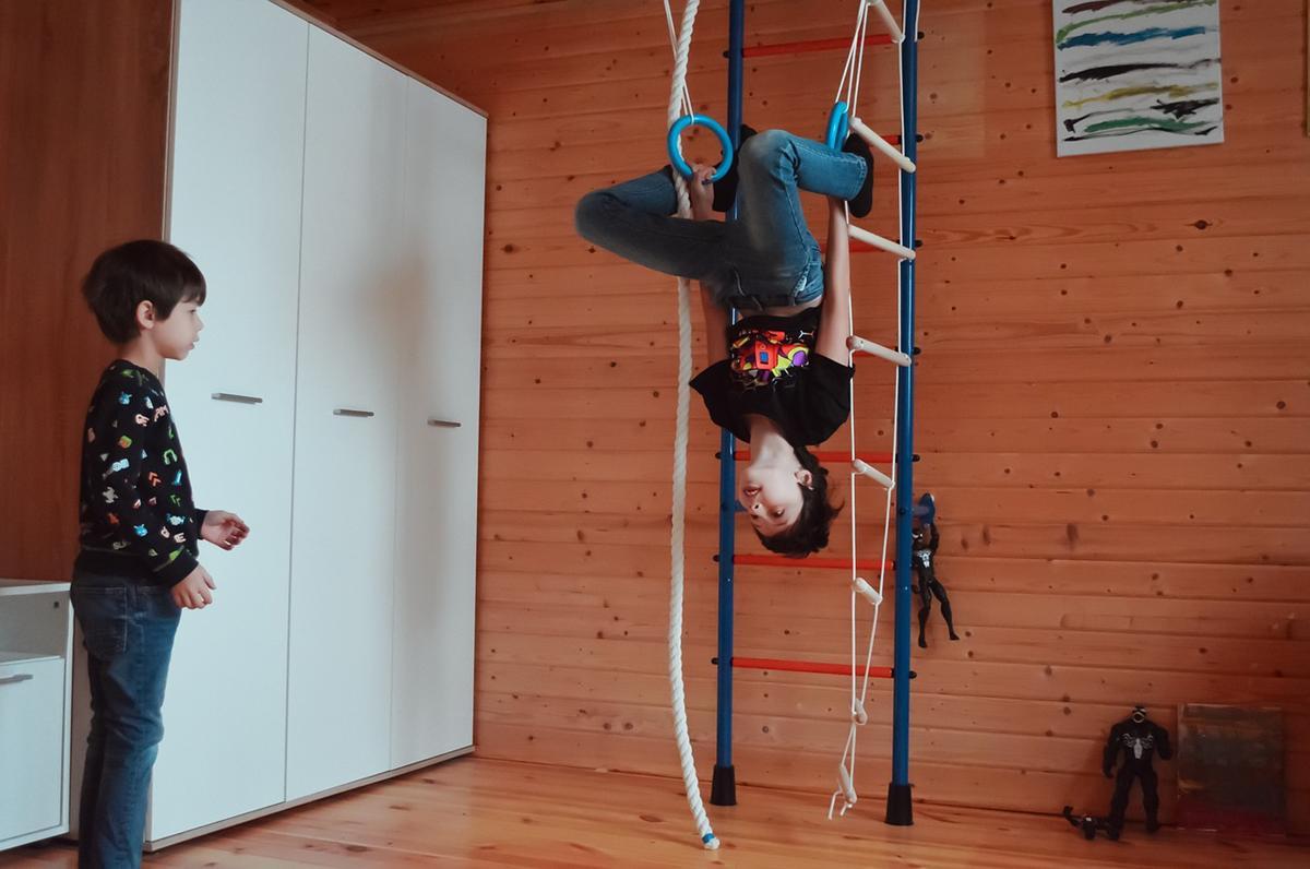 Rozwijające ćwiczenia na drabinkach gimnastycznych
