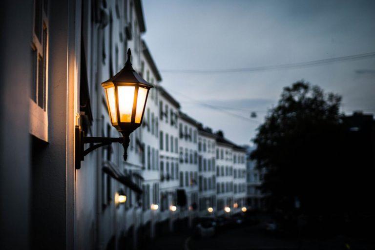 Sposoby oświetlenia chodników miejskich